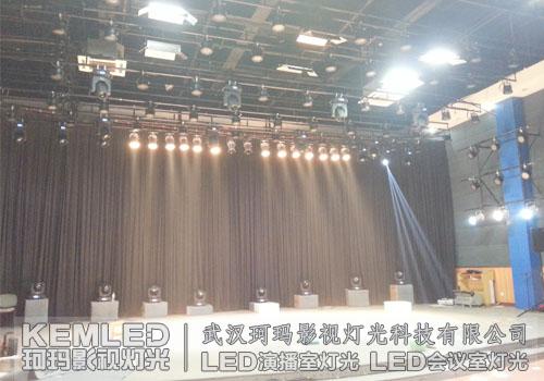 不同的灯光效果对舞台表演的作用