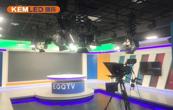 鄂托克前期广播电视台多功能演播室灯光图