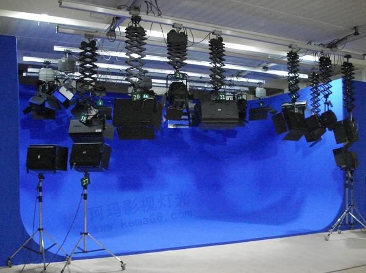 仅用平板,底弧板,立弧板,球面板,可组成不同规格的虚拟演播室背景.