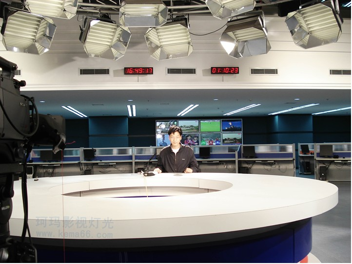 武汉电视台开放式演播室灯光效果图四