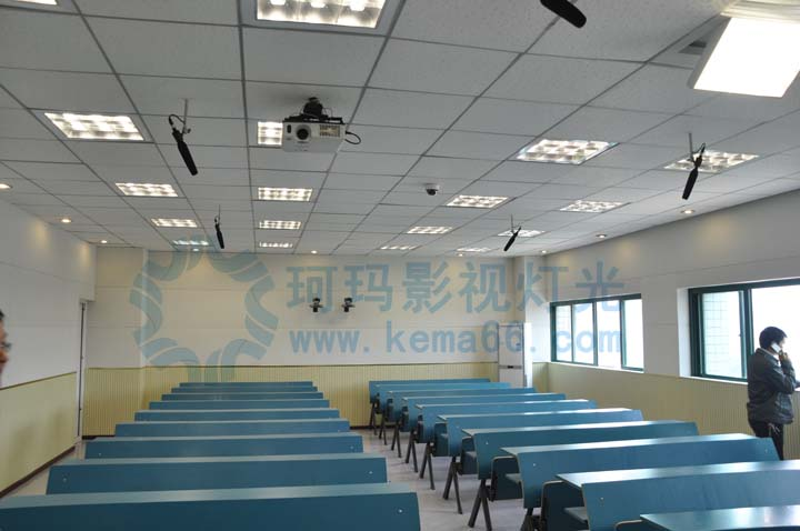 武汉大学录播教室灯光配置标准