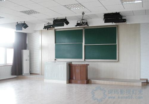 华中师范大学录播教室灯光效果图