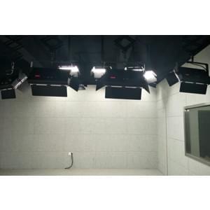 70㎡双演播区校园演播室灯光设计方案
