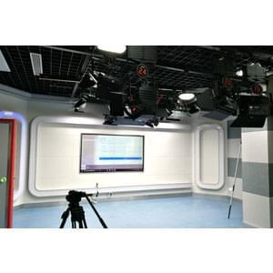 120㎡电视台演播室灯光设计方案